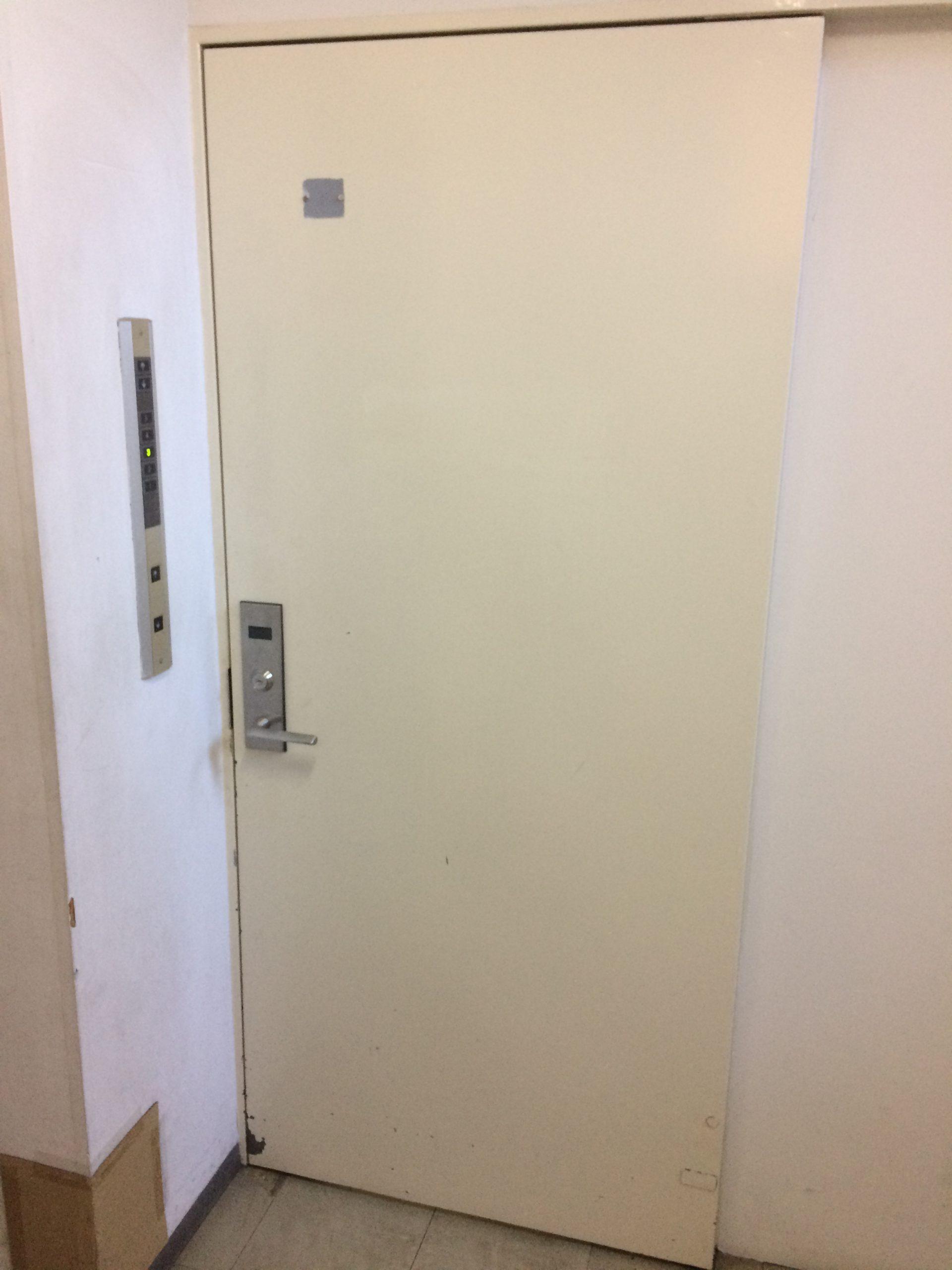 セコム警備ドア